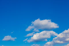 Clouds and blue sky on a sunny day Royalty Free Stock Photos