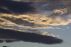 clouds den dramatiska skyen Royaltyfri Bild