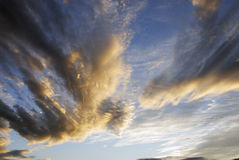 clouds den dramatiska skyen Royaltyfria Foton