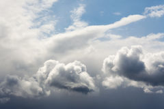 clouds den dramatiska skyen Arkivbild