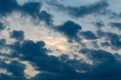 clouds den dramatiska stormen Royaltyfria Foton