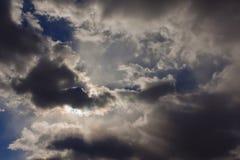 clouds den dramatiska stormen Arkivfoto
