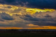 clouds den dramatiska stormen Royaltyfri Bild