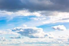 clouds den härliga bluen för bakgrund skyen clouds skyen Royaltyfria Bilder