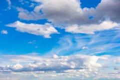 clouds den härliga bluen för bakgrund skyen clouds skyen Fotografering för Bildbyråer