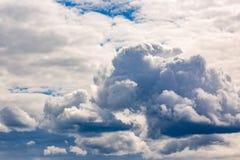 clouds den härliga bluen för bakgrund skyen clouds skyen Royaltyfri Foto