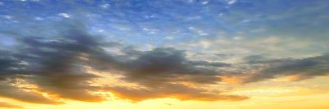 clouds den härliga bluen för bakgrund skyen clouds skyen Himmel med blått för moln för molnvädernatur Royaltyfri Foto