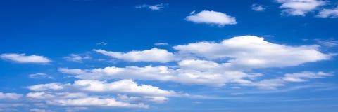 clouds den härliga bluen för bakgrund skyen clouds skyen Himmel med blått för moln för molnvädernatur Royaltyfri Fotografi