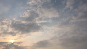 clouds den härliga bluen för bakgrund skyen clouds skyen Himmel med blått för moln för molnvädernatur bluen clouds skysunen lager videofilmer