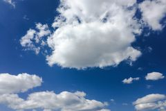 clouds den härliga bluen för bakgrund skyen clouds skyen Himmel med blått för moln för molnvädernatur Royaltyfria Foton