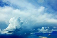 clouds den mörka dramatiska stormen Arkivfoto