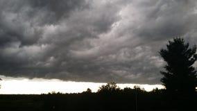 clouds den mörka stormen Arkivfoton