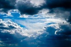 clouds den sceniska cumulusen Royaltyfri Foto