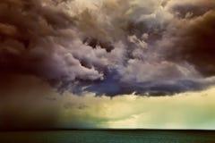 clouds dramatiskt Royaltyfria Bilder