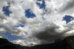 clouds farligt stormigt Arkivfoto
