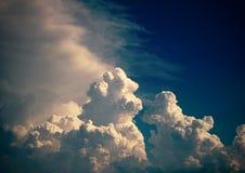 clouds fluffigt Royaltyfri Foto