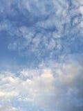 clouds fluffigt Fotografering för Bildbyråer