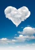 clouds formad hjärta Arkivbilder