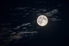 clouds fullmånen Arkivfoton