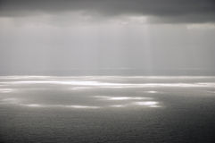clouds grått solsken fotografering för bildbyråer