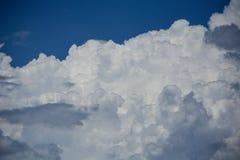 clouds horisonten Arkivbilder