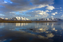 clouds laken som reflekterar utah Arkivfoton
