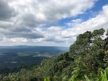 clouds lakenaturskyen arkivfoto