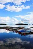 clouds lakereflexioner Fotografering för Bildbyråer