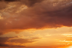 The clouds lit with the sun at sunset Royalty Free Stock Photos