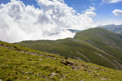 Clouds and mountain edge Royalty Free Stock Photos