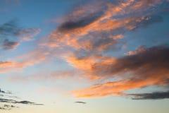 clouds orangen Arkivbild