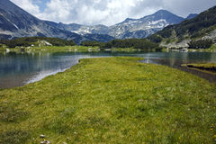 Clouds over Banderishki Chukar peak and reflection in Muratovo lake, Pirin Mountain Stock Photography