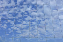 Clouds reflecting on skyscraper Royalty Free Stock Photography