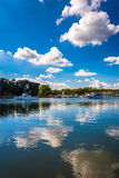 Clouds reflecting in the water at the harbor in Chesapeake City, Royalty Free Stock Photos
