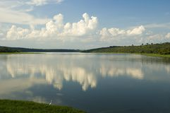clouds reflexfloden fotografering för bildbyråer
