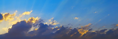 Clouds in the sky lit by the sun Royalty Free Stock Photos