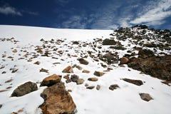 clouds snow för bergrockssky Arkivfoton