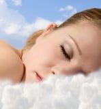 clouds sova barn för flicka Royaltyfri Bild