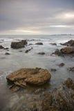 clouds stenig shoreline Royaltyfri Fotografi