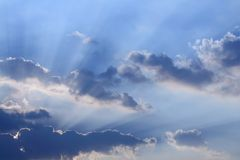 clouds sunbeams Arkivfoto