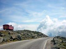 clouds vägen till arkivfoto