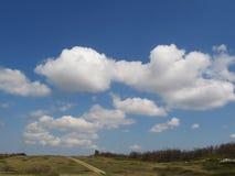 clouds vägen till Royaltyfria Foton