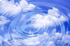 Clouds and water waves Royalty Free Stock Photos