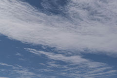 clouds wispy Arkivfoto
