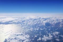 Cloudscape。蓝天和白色云彩。 免版税图库摄影