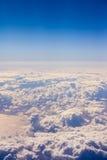 Cloudscape。蓝天和白色云彩。 免版税库存图片