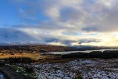 Cloudscape和苏格兰高地的斯诺伊山 免版税库存图片