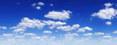 Cloudscape -天空蔚蓝和云彩 库存图片
