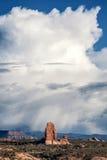 Cloudscape över bågar nationalpark, Utah, USA Royaltyfria Foton