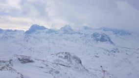 Cloudscape över Dachstein fjällängar, Obertraun, Salzkammergut, Österrike arkivfilmer